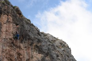Alex Fletcher grappling with the crux of a 6b+ on Pared Perdida at Chodes, Morata Del Jalon near Madrid