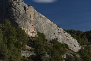 Climbers on the classic 5s and 6s in the central area of Aventador. Northern Costa Blanca