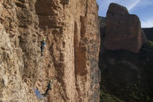 A fantastic 6b on the main riglos towers. This 8 pitch routes soaks in the atmosphere of the neighbouring Visera.