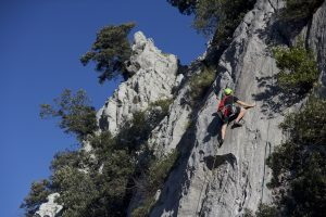 The amazing 1st Espolon Area at Atxarte, here climbing the classic 5c.
